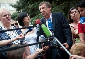 Німецький лікар Тимошенко зустрівся з харківськими медиками, які сумніваються у методах лікування