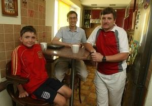 Корреспондент: Дні відкритих дверей. Для багатьох іноземних фанатів Україна стала і безкоштовним домом