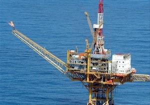Нафта трохи дорожчає після різкого падіння в п ятницю