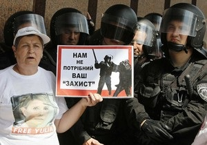 Біля Українського дому даішник отримав перелом ноги, а мітингувальниця - струс мозку
