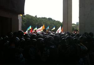 Біля Українського дому сталося чергове зіткнення пікетників з міліцією