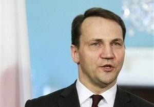 СМИ: Глава МИД Польши приедет на финал Евро-2012 в Киев