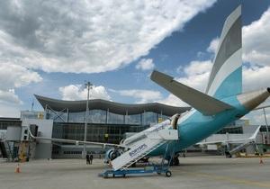 В Борисполе арестовали четверых сотрудников аэропорта, воровавших вещи из багажа