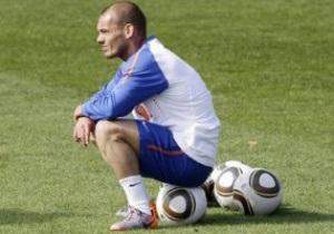 Предатель родины. Звезда сборной Голландии назвал причину провала команды на Евро-2012