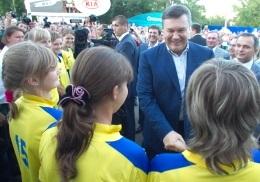 Янукович посетил фан-зону в Донецке