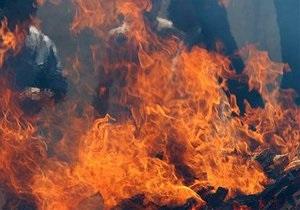 У Сєвєродонецьку чоловік намагався спалити дівчину та її матір