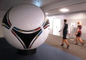 Зворотна сторона Євро-2012: українці тікають від футбольної ейфорії