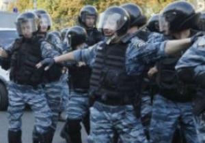 Милиция разняла английских и шведских фанов