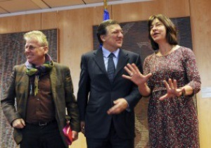 Евродепутат грозит украинским коррупционерам расследованием после Евро-2012