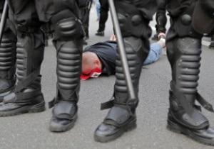 Росіянин заявив поліції, що кидок пляшки у вікно консульства Польщі був помстою за вболівальників