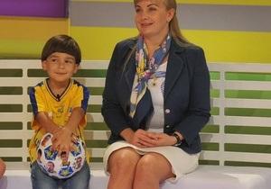 Шевченко вручил футболку шестилетнему символу победы сборной Украины