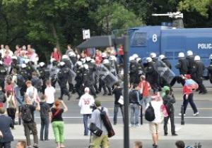 Марш россиян по Варшаве сопровождается столкновениями с поляками. Полиция начала массовые задержания