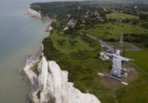 Спаситель Рой. Английские букмекеры поддели Францию 30-метровой статуей