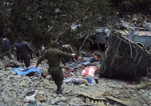 У Болівії автобус зі студентами впав у прірву: загинули 16 людей
