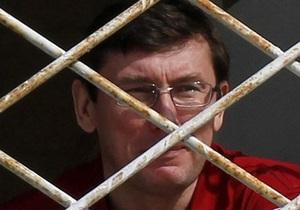 Азаров у Німеччині: Луценко - не політв язень. Запитайте франкфуртську поліцію