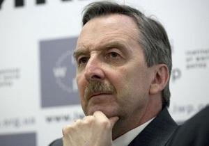 Немецкий посол прогнозирует приезд 20-30 тысяч соотечественников на Евро-2012 в Украине