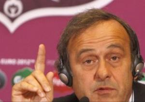 Арбитрам Евро-2012 разрешили останавливать матч из-за проявлений расизма на трибунах