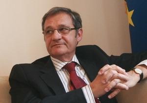 Тейшейра заявив, що ЄС не розглядав питання застосування санкцій до українських чиновників