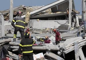 В Італії через добу після землетрусу з-під завалів витягнули вцілілу жінку