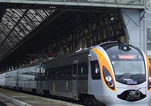 Азаров: На швидкісні потяги вартість квитків буде зменшена