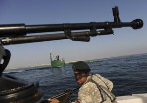 Іранські військові допомогли відбитися від піратів суховантажу США