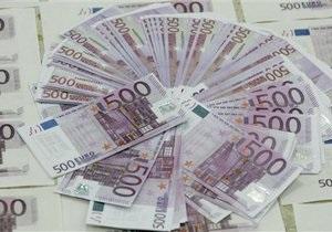 Євро продовжує залишатися біля мінімуму 2010 року через небажання Меркель випускати спільні євробонди