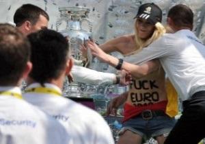 Группа FEMEN вновь напала на Кубок Европы