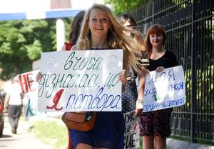 Некрасиві  студентки прийшли до відомства Табачника