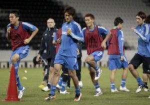 Нестандартный подход. Японские футболисты готовятся к Олимпиаде с треугольными мячами