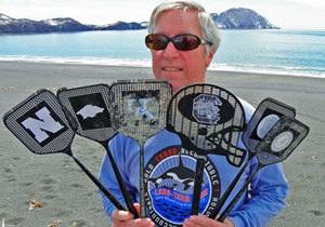 На узбережжя Аляски винесло десятки мухобійок