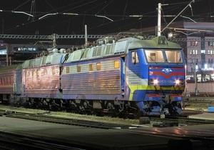 Укрзалізниця уверяет, что не отменяет ночных поездов в угоду экспрессам Hyundai