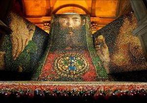 В центрі Києва з 250 000 писанок спорудили композицію Вівтар націй