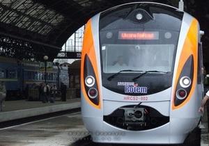 Отмена Укрзалізницей популярных ночных поездов вызвала возмущение украинцев в соцсетях