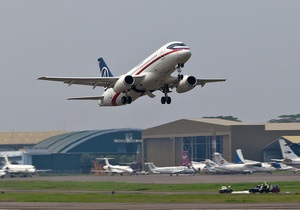 Стюардесу Аерофлоту звільнили за глузування над падінням Sukhoi SuperJet-100 в Індонезії