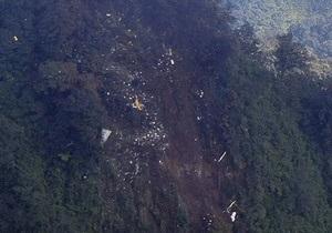 На місці катастрофи Sukhoi SuperJet-100 в Індонезії знайдені фрагменти тіл