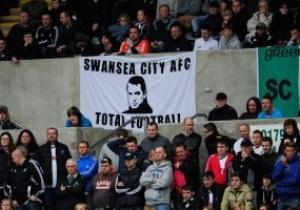 Тренер Суонси попросил болельщиков прийти на матч с Ливерпулем в костюмах Элвиса Пресли