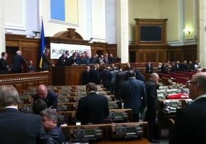 Опозиція продовжує блокувати роботу Верховної Ради