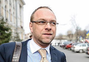 Власенко поскаржився прокурору на недопуск до Тимошенко з  надуманих причин