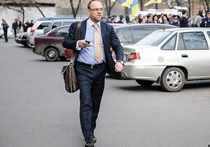 Власенка не пустили до Тимошенко через санітарний день у колонії