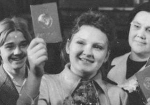 Корреспондент: Червоношкіра паспортина. Усі жителі СРСР стали володарями основного документа лише за 9 років до розвалу країни