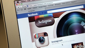 Facebook купує сервіс Instagram за мільярд доларів
