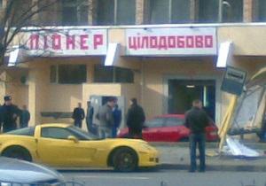 ЗМІ: Брат Рудьковського на спорткарі врізався в зупинку в центрі Києва