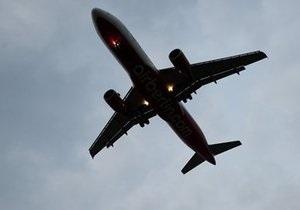 У США чоловік, затриманий в аеропорту з вибухівкою, заявив, що  клеїв дурня