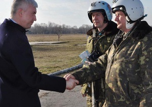 Министр обороны проверил готовность авиации защищать Киев во время Евро-2012