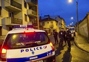 Поліція проводить евакуацію мешканців будинку, де переховується підозрюваний у вбивствах в Тулузі