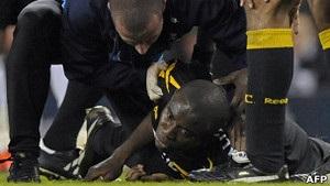 Стан футболіста, який впав на полі, залишається критичним