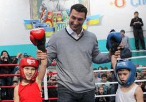Фотогалерея: Владимир и дети. Кличко открыл спортшколу в Днепродзержинске