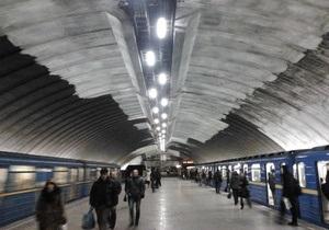 На всіх станціях київського метро перевірять освітлювальні прилади