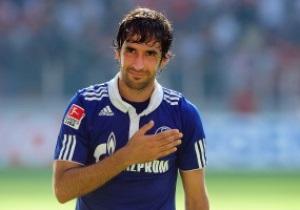 Рауль презентовал свою футболку немецкому футбольному союзу