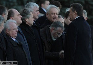 На зустрічі президентів України та Туркменістану Табачник низько вклонився Януковичу